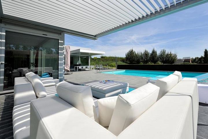 b-200-white-poolhouse-glass_bru0072-corr